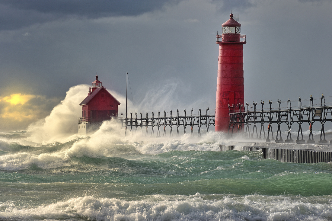 "Michigan Nut Photography: Lighthouse Gallery - State of Michigan &emdash; ""The Storm"" Grand Haven Lighthouse , Grand Haven Michigan"