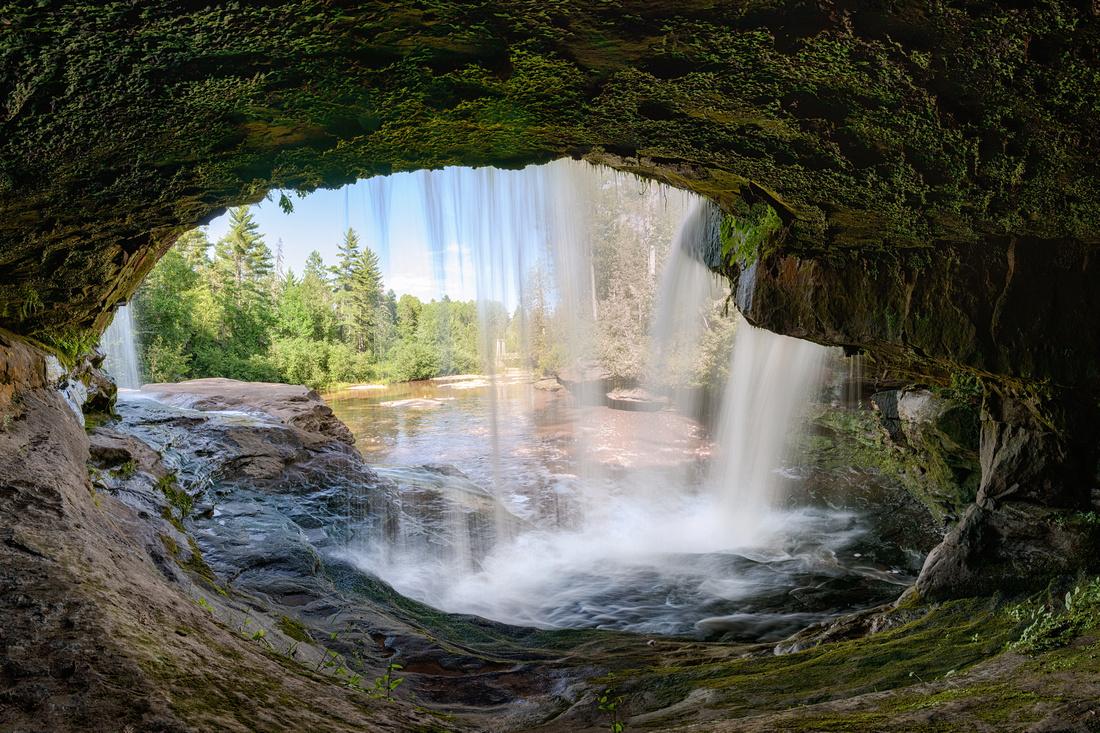 Behind O-Kun-de-Kun Falls