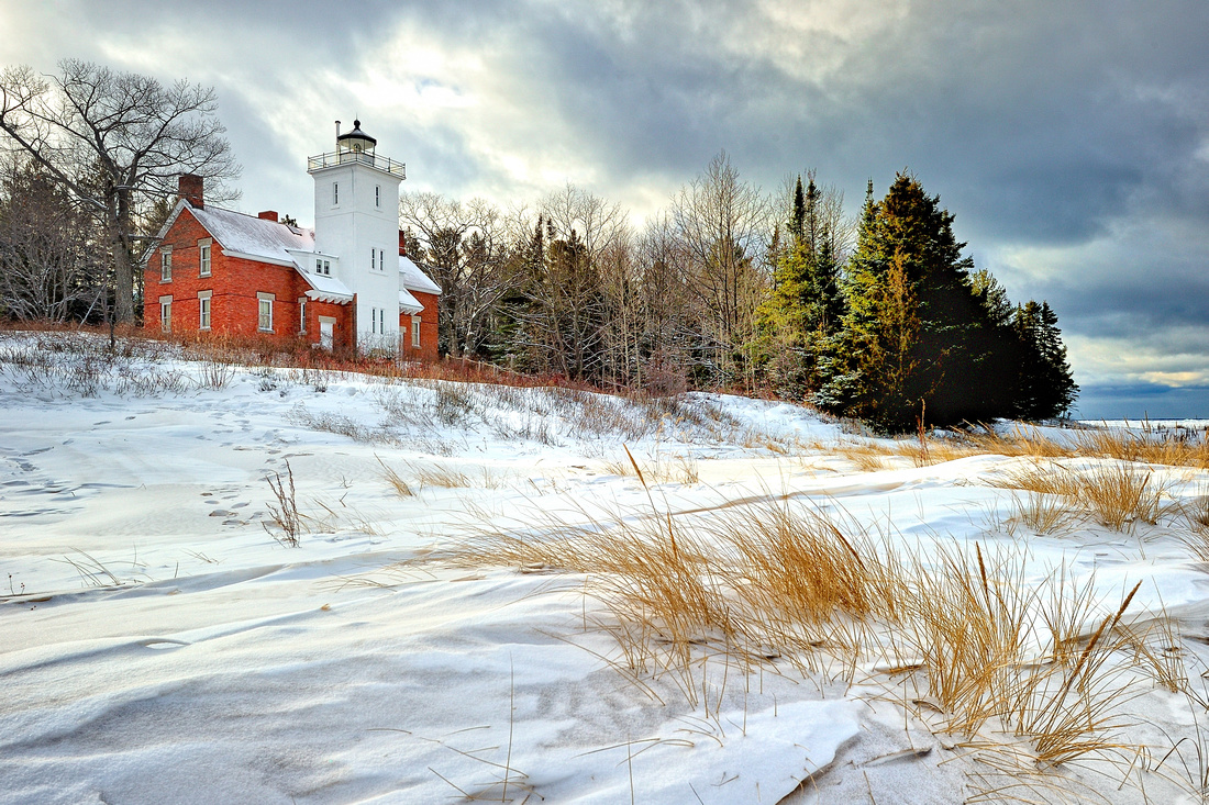 "Michigan Nut Photography: Lighthouse Gallery - State of Michigan &emdash; ""Daybreak at 40 Mile Point Lighthouse"""