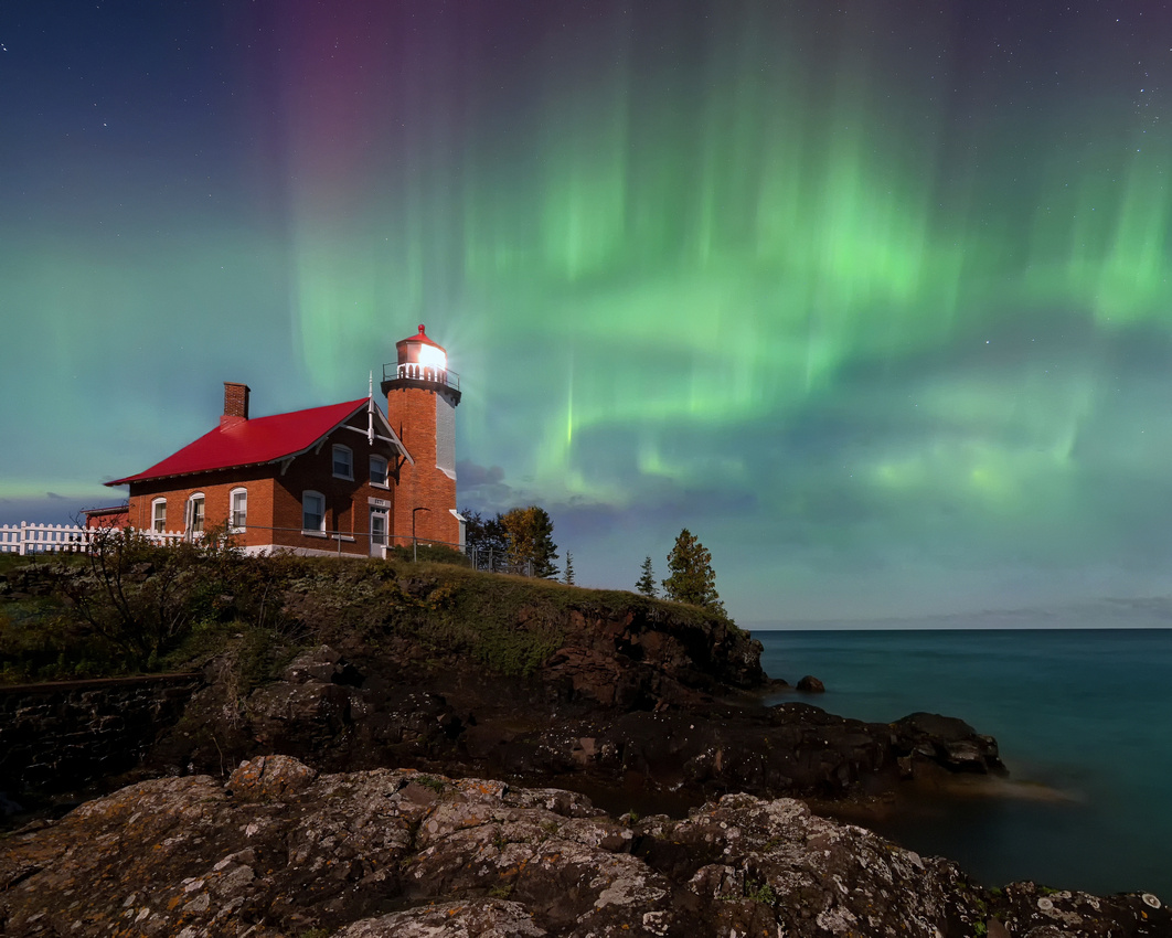 "Michigan Nut Photography: Lighthouse Gallery - State of Michigan &emdash; ""Midnight Aurora"" Eagle Harbor Lighthouse"