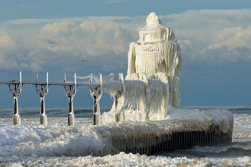 Michigan Nut Photography: Lighthouse Gallery - State of Michigan &emdash; St. Joseph Lighthouse on ice